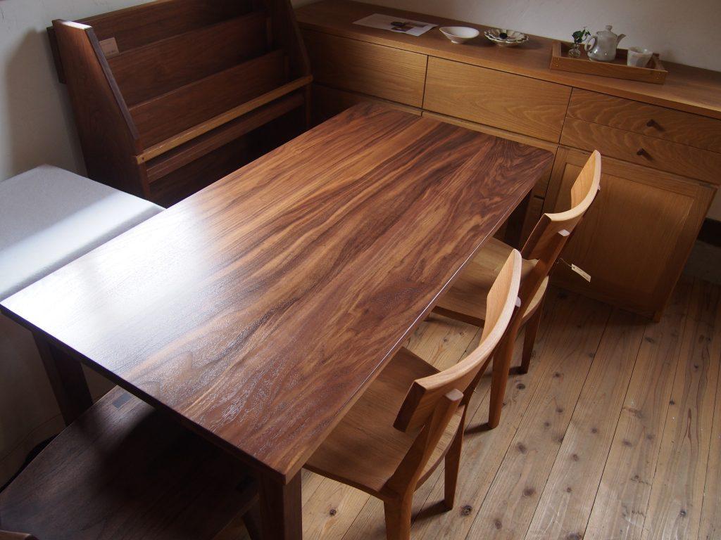ダイニングテーブル3の写真
