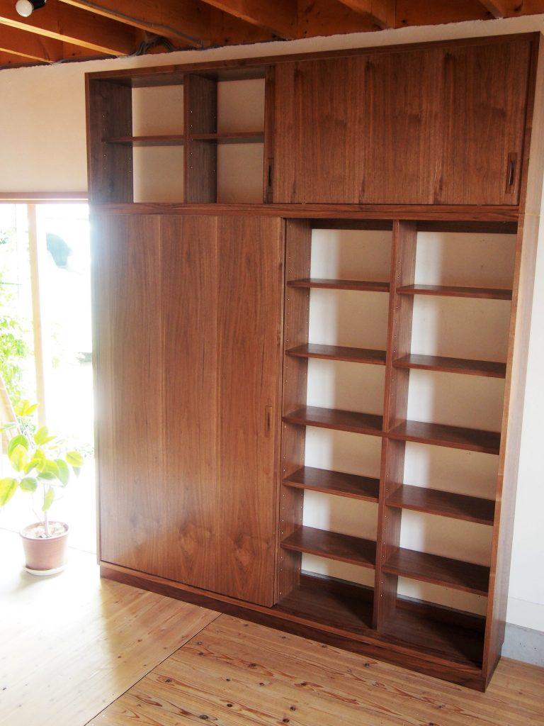 引き戸の本棚1の写真